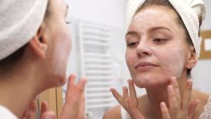 Эстетические процедуры для ухода за лицом