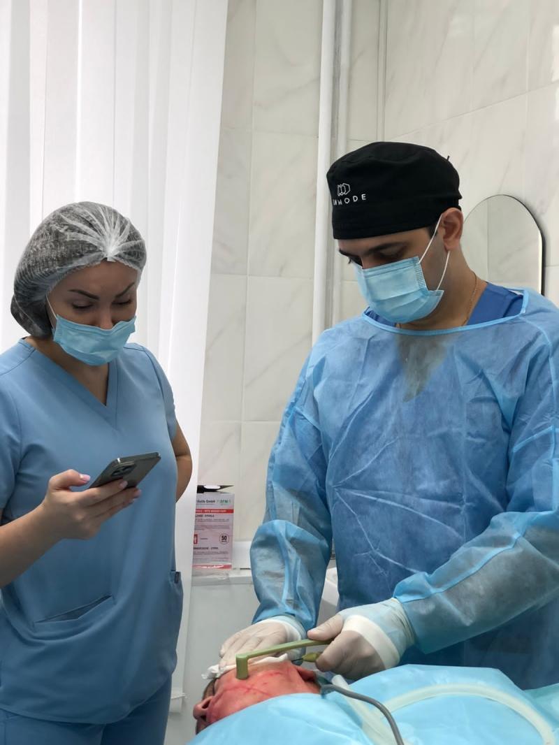 Пластический хирург Вардан Аршакян проводит мастер-класс по омоложению FaceTite