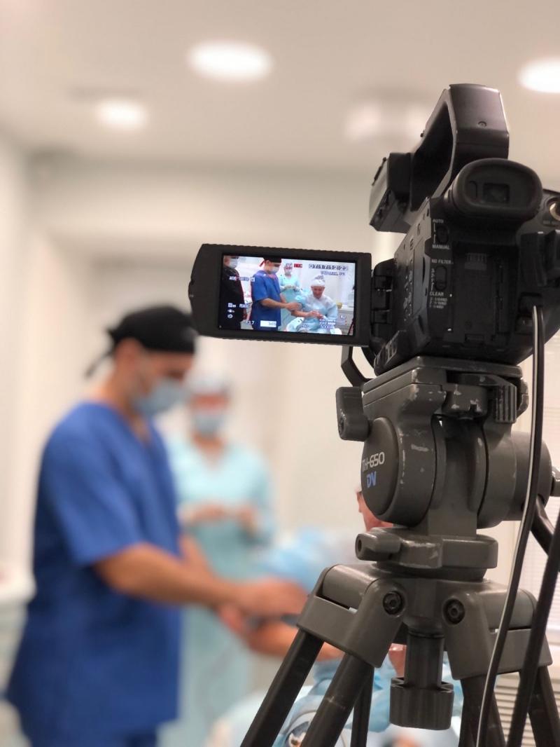Онланй-трансляцию операций смотрели хирурги из других стран
