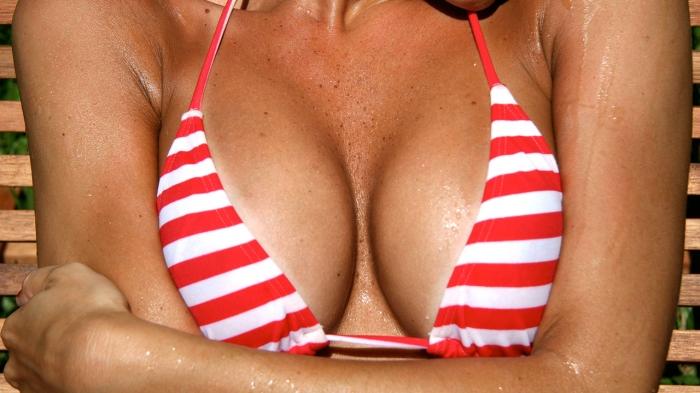 Смещение грудных имплантов вниз можно исправить